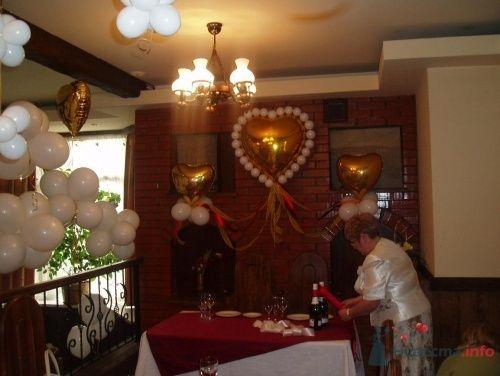Фото 16373 в коллекции Как  украсить зал шариками самостоятельно - Невеста01