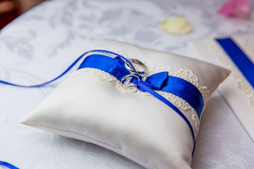 Подушечка для колец с синим бантом на сине-красной свадьбе Димы и Яны: фото 1669675 - Аяна2013
