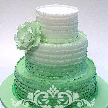 Свадебный торт с рюшами мятного цвета