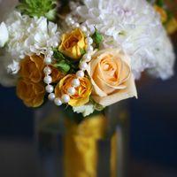 Букет невесты из желтых роз и белых астр