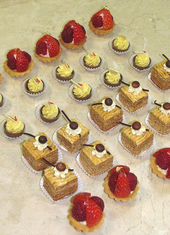 Пирожные на заказ в кондитерской СВИТ МЭРИ. Доставка, заказ на сайте.