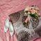Сборы жениха и невесты в отеле. Детали. Свадебный букет в нежно-розовых тонах.