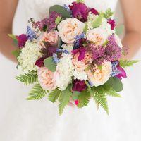 Букет невесты и розовых роз и сирени