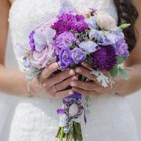 Букет невесты из роз, астр и эустом в сиреневых тонах