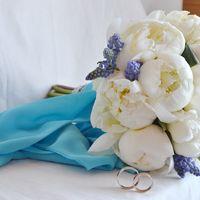 бело-голубой свадебный букет