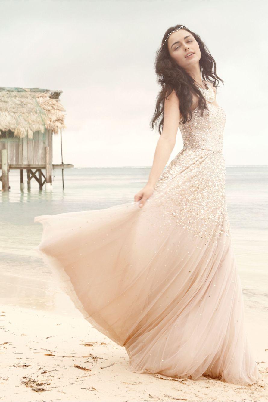"""Невеста стоит на пляже, в длинном, бежевом платье - фото 1818637 """"Bombons di VS design"""" - свадебные аксессуары"""