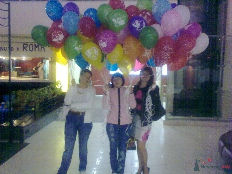 С подругами на выходе и ТЦ с шарами я слева - фото 26736 Немесида