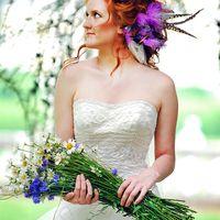 Образ невесты с букетом из ромашек в руках в стиле Бохо