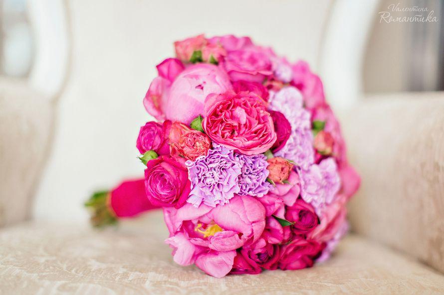 Букет невесты с малиновыми розами