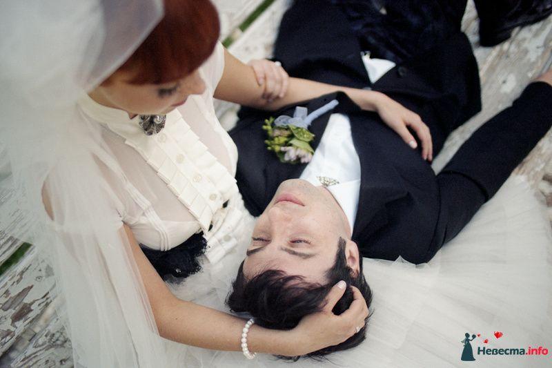 Жених лежит на коленях у невесты - фото 85123 Хлоя