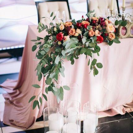 Композиция цветочная на стол молодожёнов