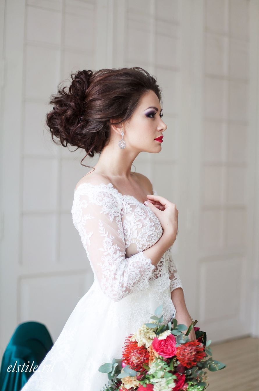 Пышные платья и прическа к ним фото