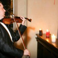 Живая музыка на скрипке в профессиональном исполнении несомненно добавит ярких красок и впечатлений вам и вашим гостям.
