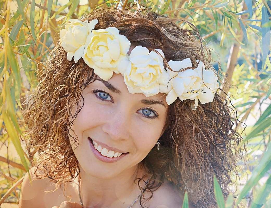 Волосы невесты украсил венок с желтыми гардениями - фото 1317568 ParkIra - украшения цветами из полимерной глины