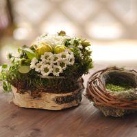 Цветочная композиция и гнёздышко для колец на свадьбе в стиле рустик