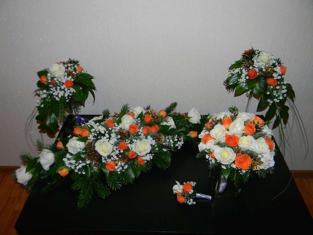 Букеты из белых и чайно-гибридных роз, шишек, хамелациума, ели, берграса и салала. - фото 2689215 Галерея цветов - Свадебное оформление
