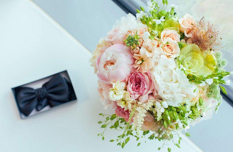 Букет невесты из розовых и белых пионов, розовых роз, белого орнитогалума и астильбы - фото 3147657 Мастерская свадебных идей Свадебный Рай - декор