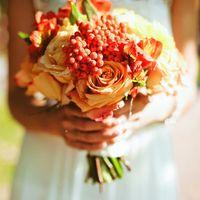 Яблочно-рябиновая осень и букет невесты.