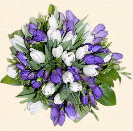 главные цветы на свадбе - фиолетовые тюльпаны...
