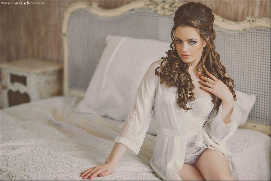 фото девушка в халате