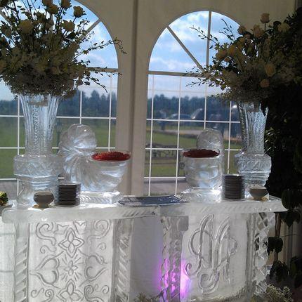 Ледяной бар с вазами