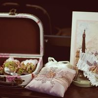 "Подушечка для колец на роскошной свадьбе в стиле ""Париж"""