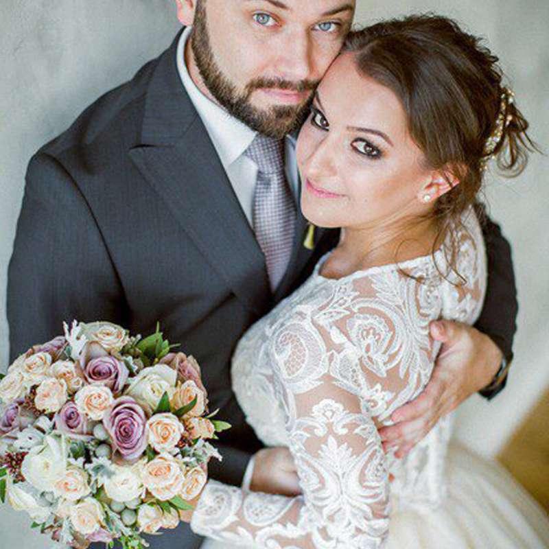 Букет невесты из трех видов роз, брунии и декоративной зелени. - фото 16733644 Флорист Юрина Алёна