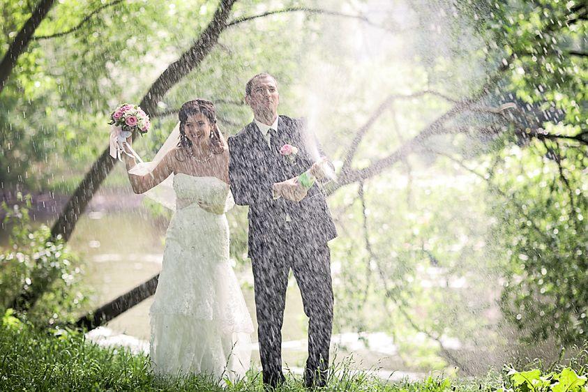 Тот примечательный день,когда шампанское льется как дождь, а дождь, как шампанское... фото: Анна Лемеш пара: Марина и Андрей - фото 2496813 Фотограф Анна Лемеш