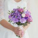 Сиренево-розовый букет невесты из гортензий, гвоздик, эустом и роз