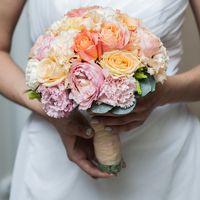 Свадебный букет для невесты из садовой розы, гвоздики, лизиантуса, розы, зелени . Артикул № 0510 Цена - 4600 руб .Наш телефон +7(846) 260- 50-05 или 89033081063 .