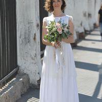 Свадебный букет в ботаническом стиле из садовой розы Джульет, лизиантуса, фрезии, нескольких видов зелени. Такие букеты идеально подходят для свадьбы в стиле рустик, для свадьбы в ботаническом стиле или таким нежным очаровательным невестам. Также такие бу