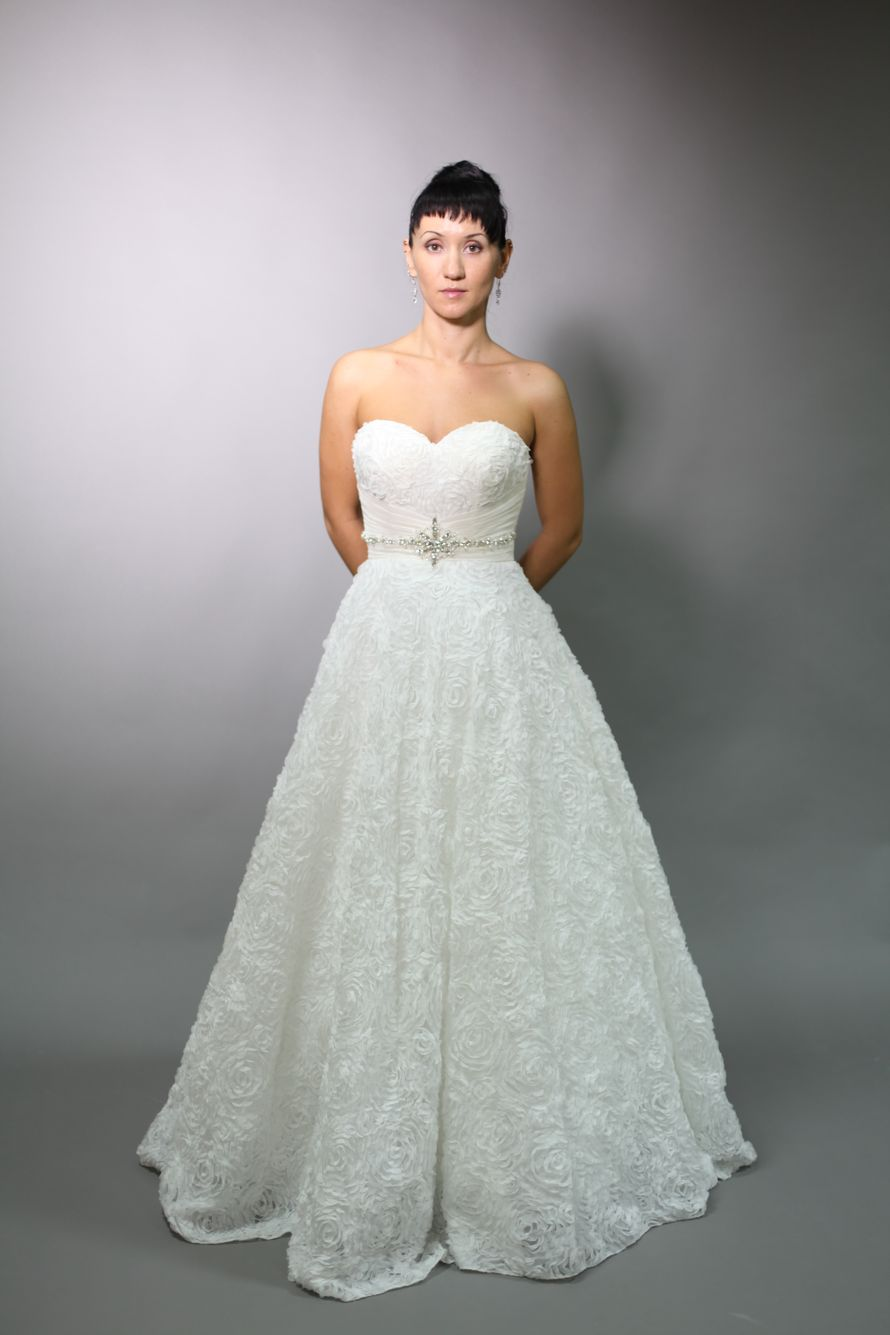 """Роскошное платье из роз, все что нужно чтобы почувствовать себя королевой.. - фото 1523019 Свадебный салон и Студия укладок """"Бант"""""""