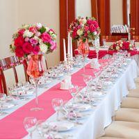 оформление столов гостей цветамифуксия розовый