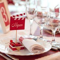 Малиновая ягодная свадьба карточка рассадки