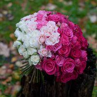 букет с переходом цвета из роз