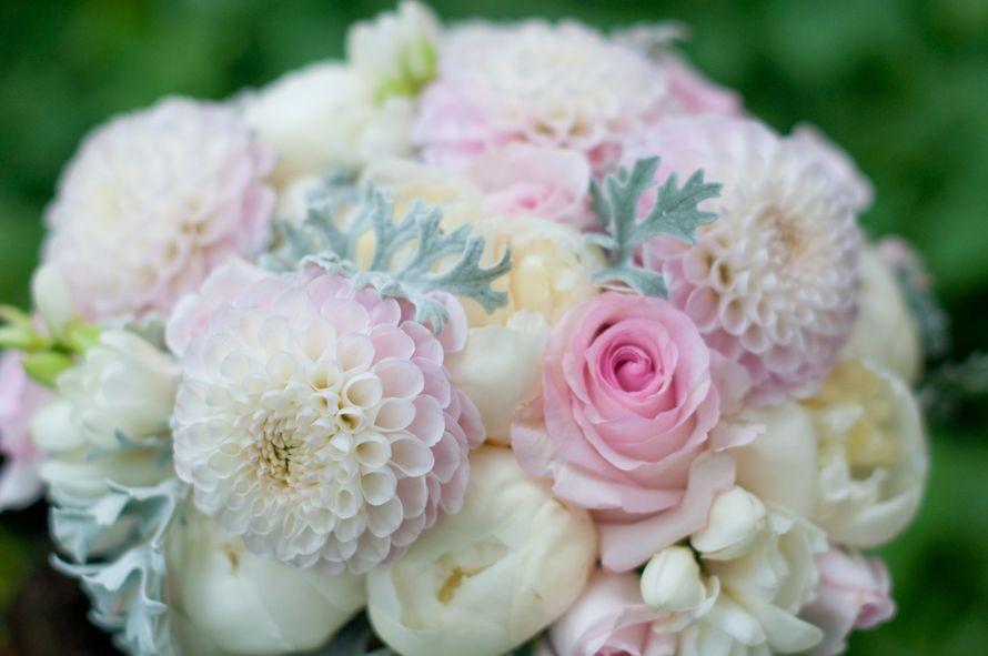 """Бело-розовый букет невесты с георгинами и пионами - фото 16311432 Студия флористики и декора """"Глориоза"""""""