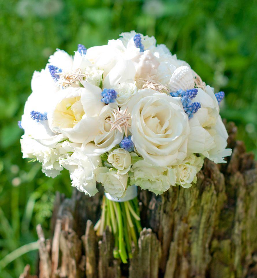 """Белый букет невесты с гиацинтами и морскими звездами - фото 16311440 Студия флористики и декора """"Глориоза"""""""