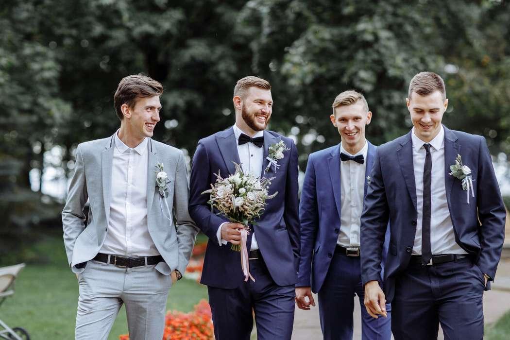 мужчина гость на свадьбе летом фото первую очередь