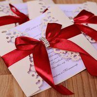 Приглашения в цвете айвори с тёмно-красной лентой и золотой перемычкой. Возможно изготовление в другой гамме