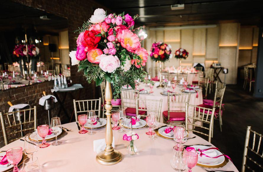 Оформление банкетного зала для свадьбы в ягодно-малиновых цветах - фото 17313458 Premiumflor - декор и флористика