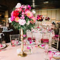 Оформление банкетного зала для свадьбы в ягодно-малиновых цветах