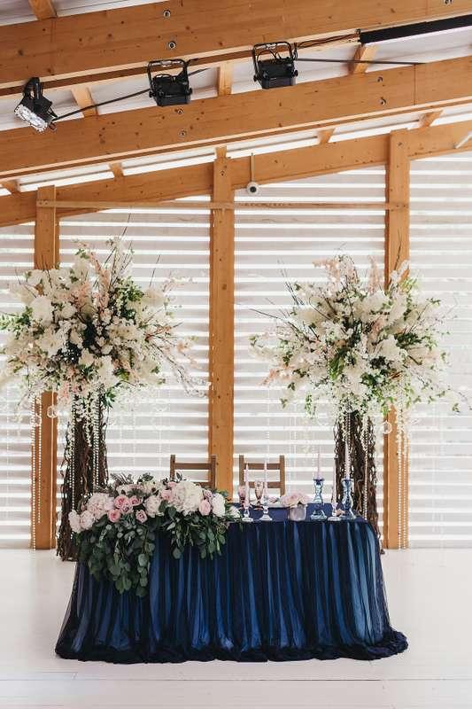 Декорации стола молодожёнов для свадьбы в яхт-клубе - фото 17313462 Premiumflor - декор и флористика