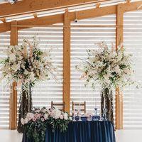 Декорации стола молодожёнов для свадьбы в яхт-клубе