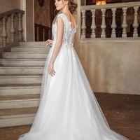Свадебное платье Afina.  Цена указана на сайте:    Photo:  Muah: