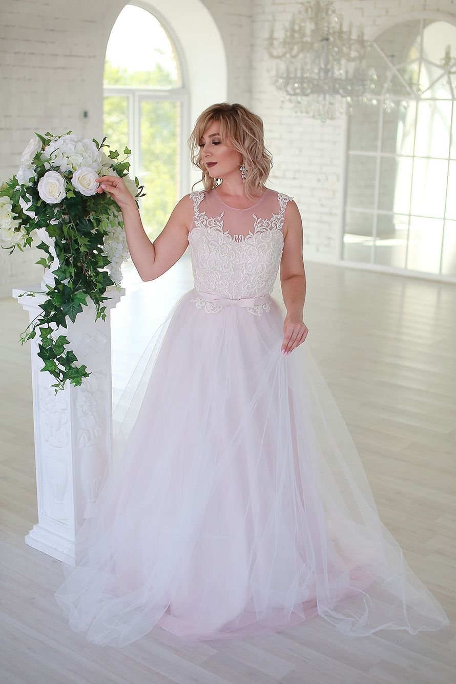 Платье цвета пудра прокат А1575