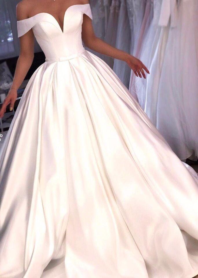 Атласное платье с открытыми плечами А1880