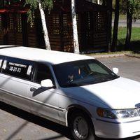Услуги Лимузина Lincoln Town Car цвет белый 2000 руб/час. Заказ от 2 часов.