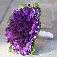 Гламелия из фиолетового гладиолуса. Аккуратный и нежный букет.