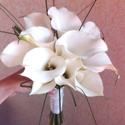 Букет невесты с белыми каллами
