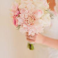 Букет невесты из тюльпанов, астр, роз, эустом и астильбы в нежно-розовых тонах